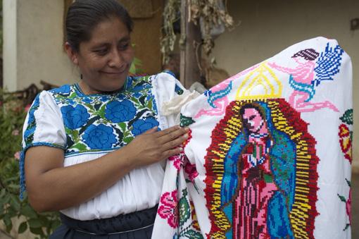 Antonina con bordado de la Virgen de Guadalupe
