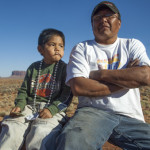Padre e hijo navajo